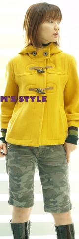3 キャサリンハーネル黄色いコート