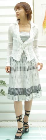 1 coony白いシャツ15000円 スカートKIE-002¥13000