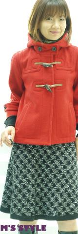 1A キャサリンハーネル赤いコート ピエスモンテスカート