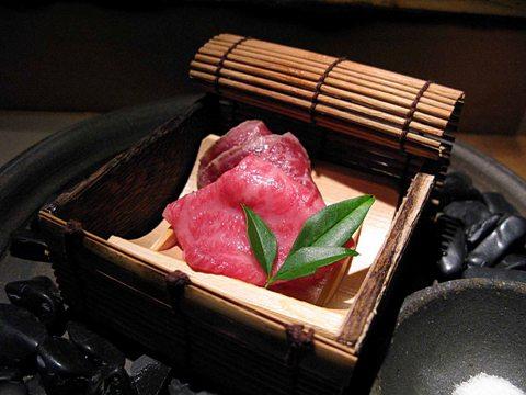 【和牛懐石 但馬屋】日本初、骨付き丸ごと一頭45日以上熟成。