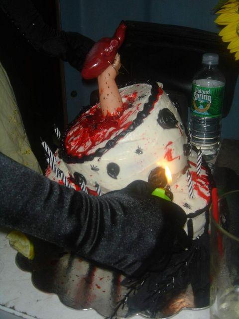 weird_and_creepy_cakes_13