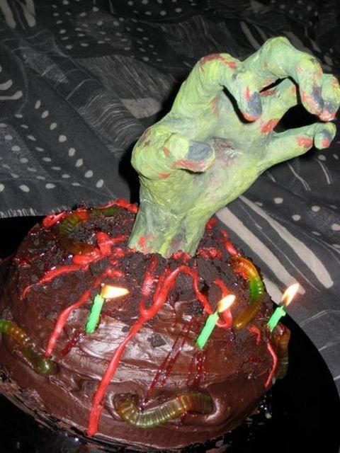 weird_and_creepy_cakes_31
