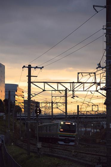 夕空を背に東海道線
