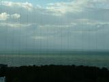 うっすら佐渡島が見える。