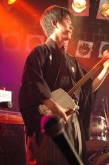 ロックバンドで黒紋付