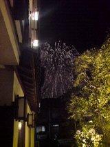旅館横からの花火