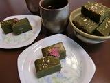 抹茶ういろう(外郎)桜の花、金粉仕上げの完成