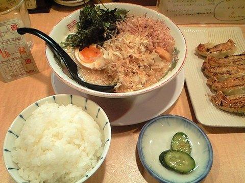 食への誘惑に、抗うこともなく(^▽^;)