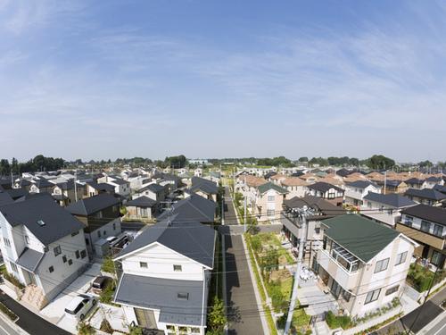 屋根の「塗り替え VS 葺き替え」その見極めのポイントとは
