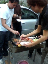 バーベキュー風景。肉だ!肉だっ!