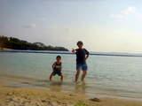 ビーチで父、息子