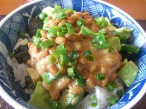 アボガド納豆丼