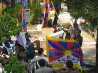 チベット支援集会と旗