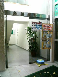 ビル入り口