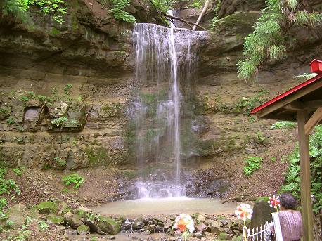 三居沢大聖不動尊の滝