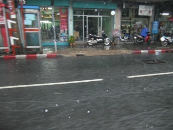 タイ雨-2